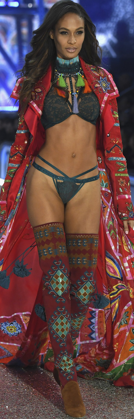 Joan Smalls 2016 Victoria Secret Fashion Show
