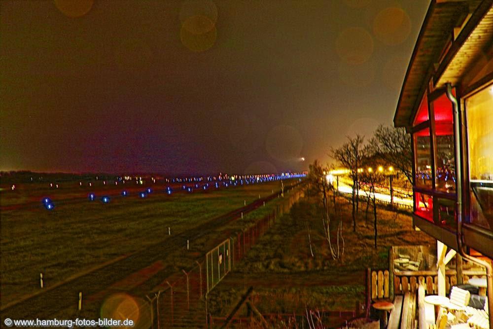 Flughafen Hamburg, Coffee to Fly und Landebahn bei Nacht