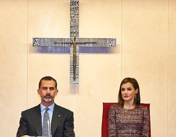 Spanish Episcopal Conference, Queen Letizia wore Uterque sweater, Magrid Pumps, Hugo Boss Trousers, style Mbubag clutch
