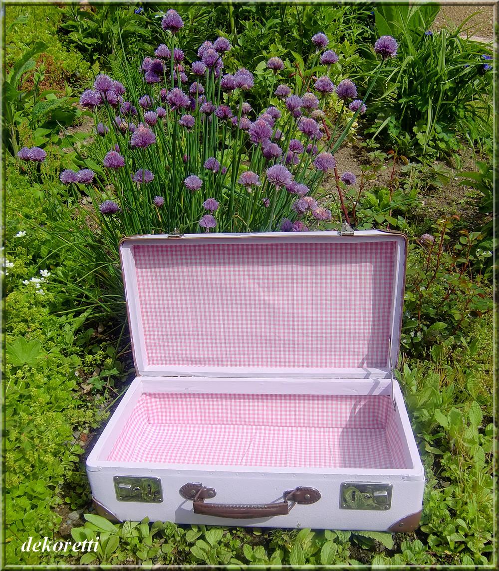 dekoretti s welt einen alten koffer aufmotzen. Black Bedroom Furniture Sets. Home Design Ideas