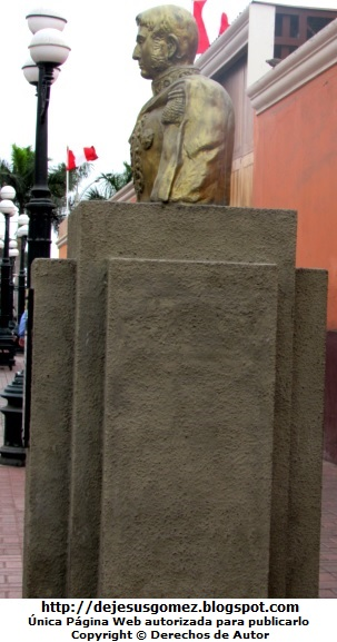 Foto a la estatua de José de San Martín tomada por Jesus Gómez