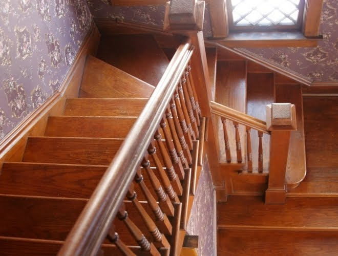 comment nettoyer ses escaliers en bois comment a marche. Black Bedroom Furniture Sets. Home Design Ideas