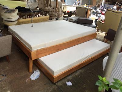 memilih furniture kayu untuk kamar