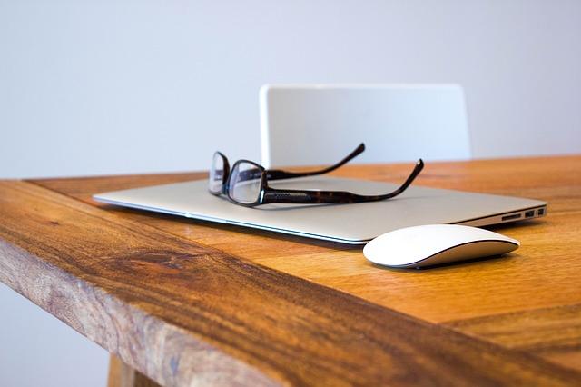 10 Cara Menghilangkan Goresan di Lensa Kacamata dengan Mudah