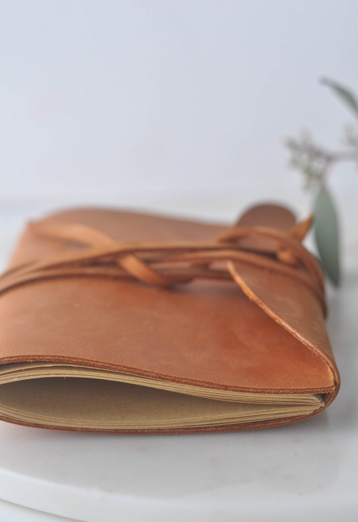 easy DIY Leather Notebook