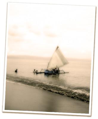 Kapal Nelayan Berlayar Di Laut