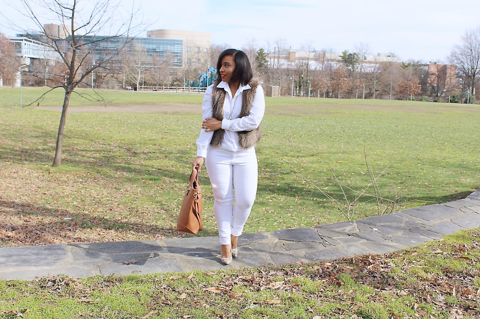 white outfit, fur vest, faux fur, H&M, how to wear white, outfits