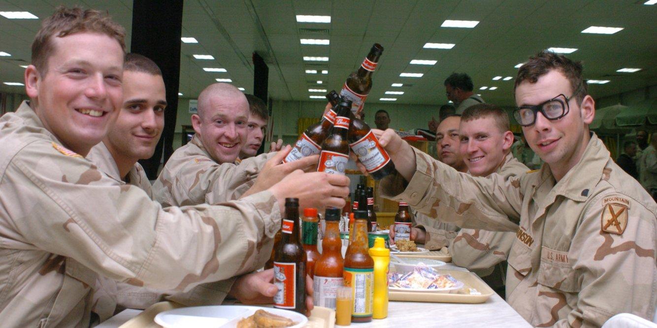 Американские военные пьют всё больше!