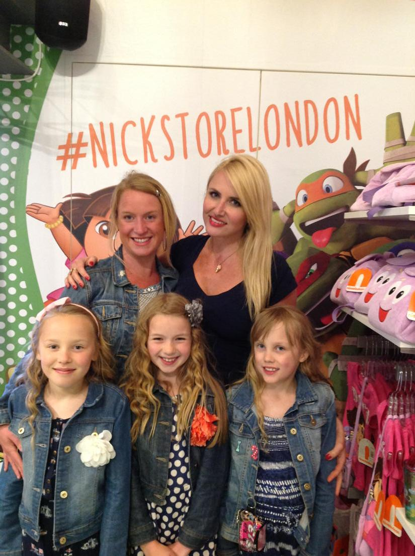 nickalive photos from the nickelodeon store 39 s vip orange carpet party. Black Bedroom Furniture Sets. Home Design Ideas