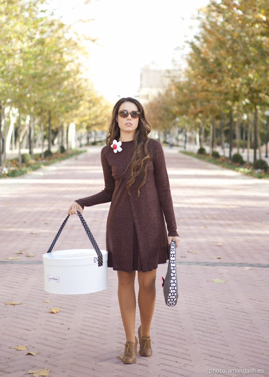 Brown Dress and gray wool boucle bag - Senorita Martita FALL-WINTER street style by Amanda Dreamhunter - made in Spain