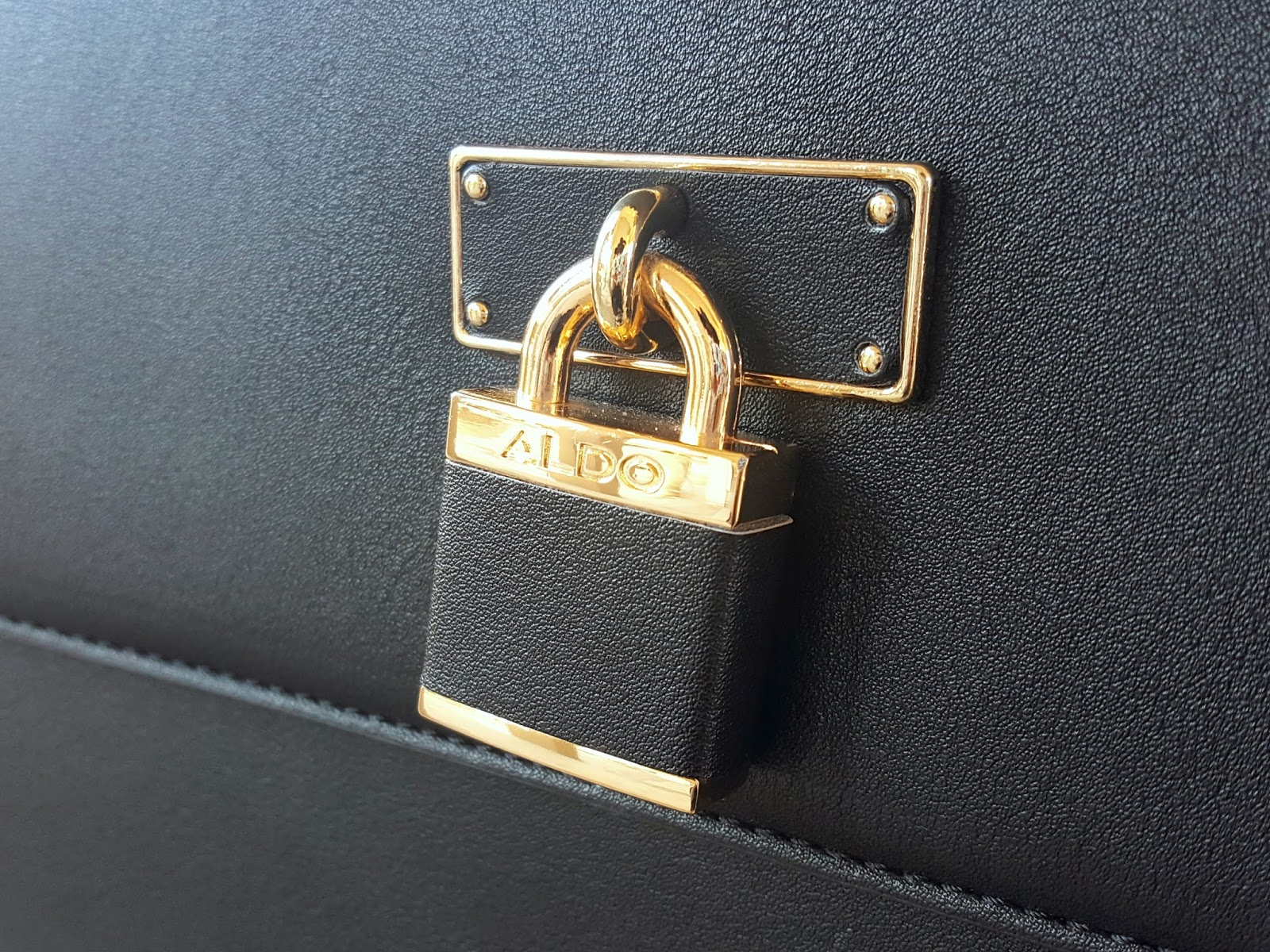 outfit-of-the-day, ootd, aldo-haronden-bag, aldo-haronden-bag-closeup, gold-lock-hardware