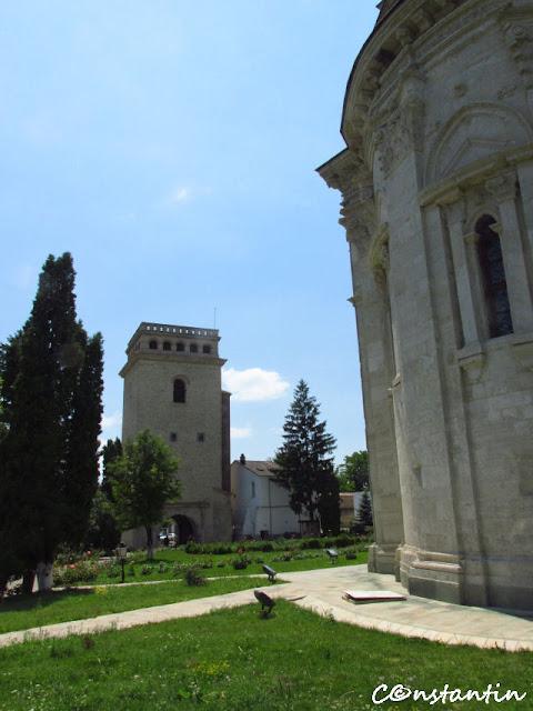 Turnul Golia și biserica mănăstirii-blog Foto-Ideea