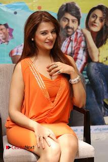 Actress Saloni Aswani Pos in Short Dress at Meelo Evaru Koteeswarudu Movie Interview  0155.JPG