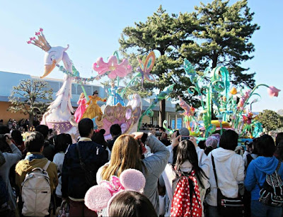 image tokyo disneyland princess parade disney japan
