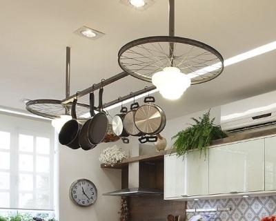 Manfaatkan roda sepeda bekas untuk membuat lampu gantung