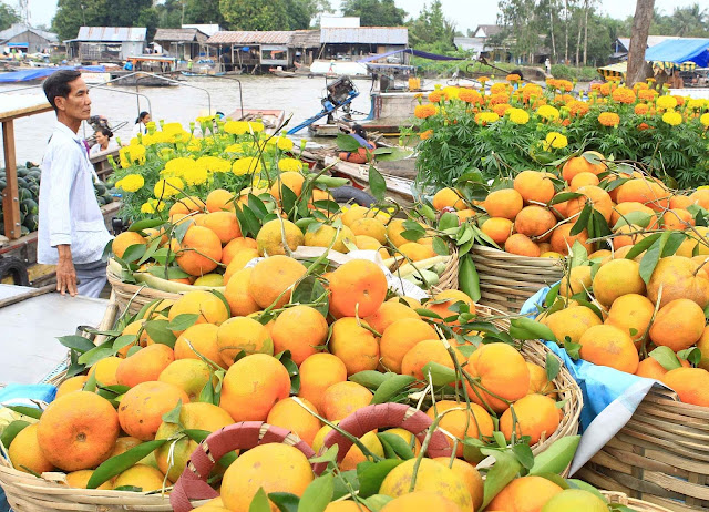 """Floating market"", one of cultural specialties of Mekong river delta"
