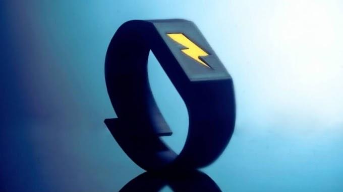 La pulsera que te da toques cuando comes demasiado y gastas de más