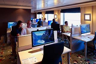 Интернет кафе на круизном корабле. Доступ в интернет на корабле. Корабельный интернет