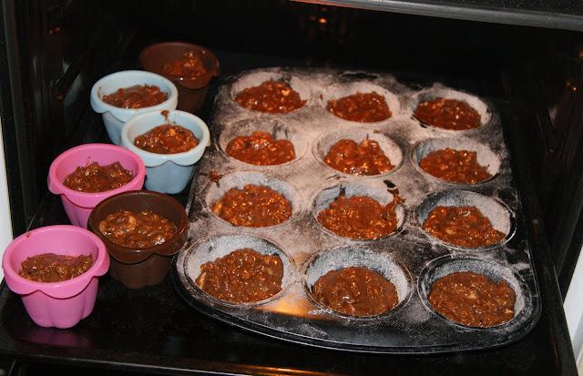 czekoladowe muffinki  z bananami i orzechami