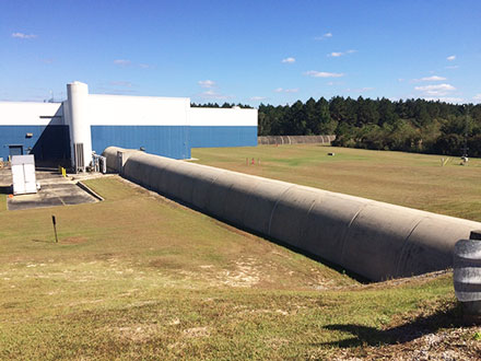 Two arms of LIGO Livingston Observatory meet at the laboratory hall (Source: Palmia Observatory)