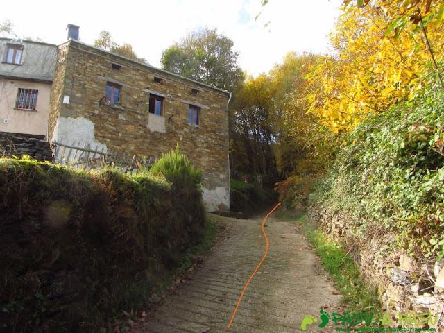 Última casa de La Montaña en Illano, hacia Cornomandil