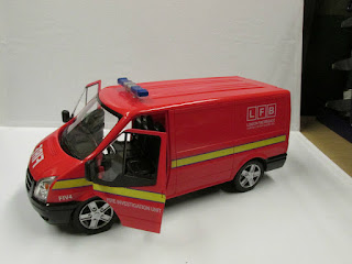 1:18 SCALE FORD TRANSIT VAN