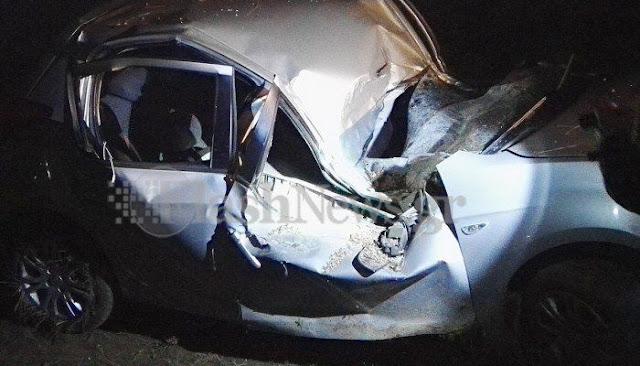Τρομακτικό τροχαίο στην Κρήτη με αυτοκίνητο που καρφώθηκε σε δέντρο