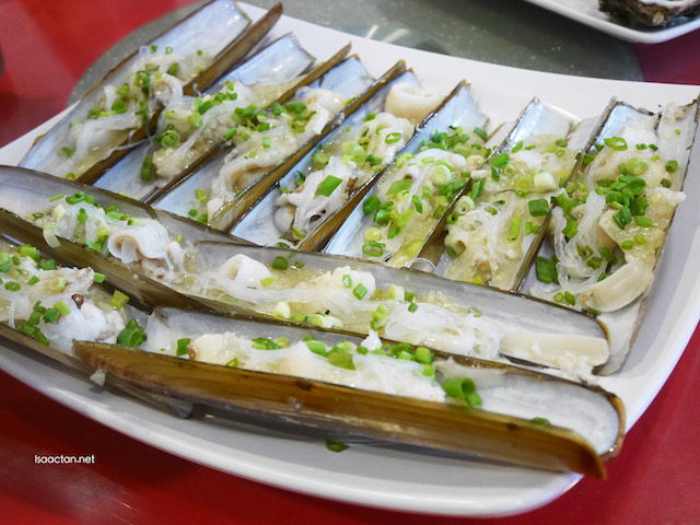Steamed Razor Clam with Spring Onion Garlic Sauce