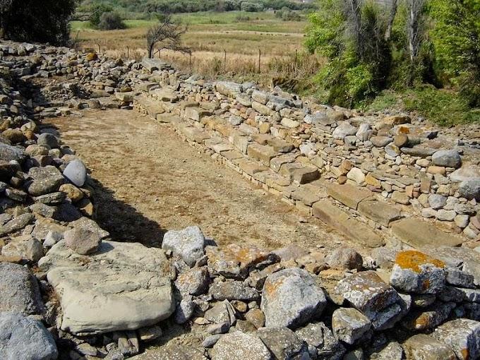 ΠΟΛΙΟΧΝΗ ΛΗΜΝΟΥ: Το Αρχαιότερο  Βουλευτήριο Στον Κόσμο