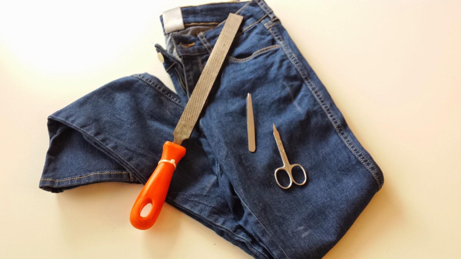anna berrin diy destroyed jeans tutorial. Black Bedroom Furniture Sets. Home Design Ideas