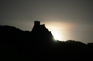 Pleine lune sur le château de Quéribus pour Pâques