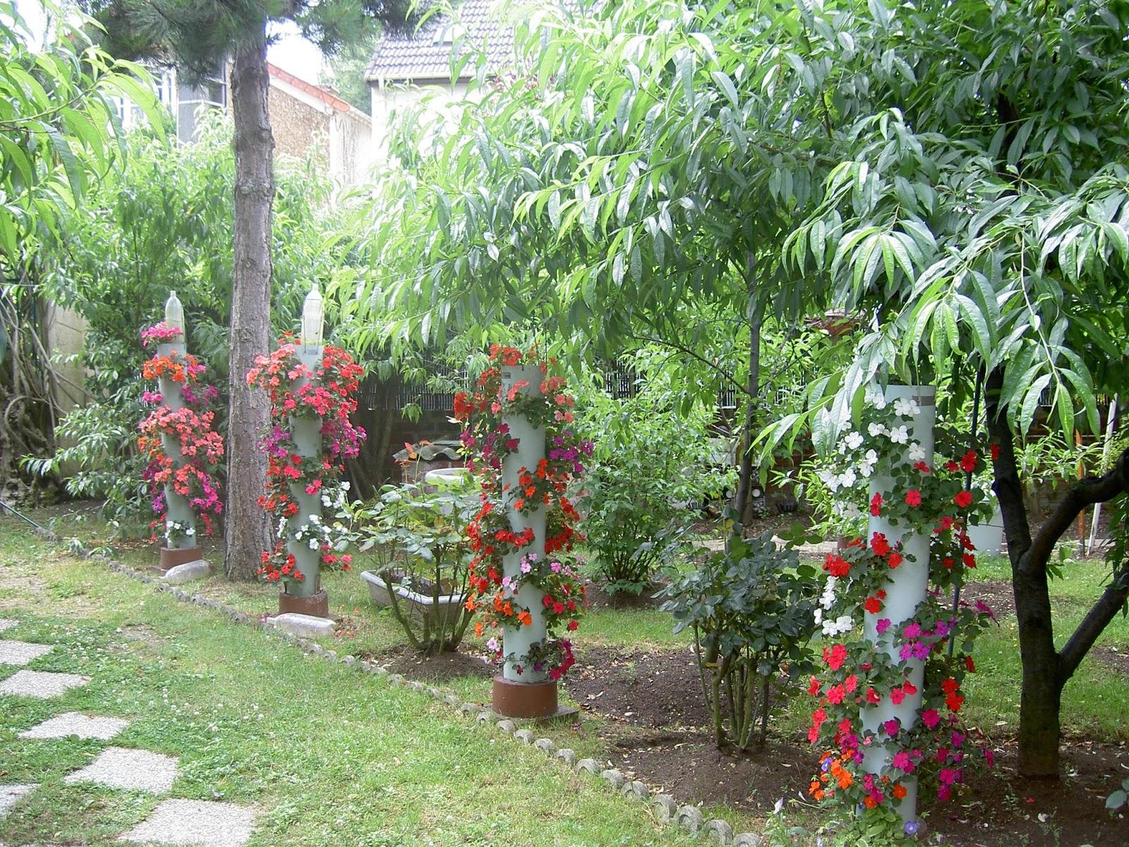 VERTICAL PVC PIPE FLOWER GARDEN Jardin Du0027agrément De Tuyau Vertical En Pvc  Tạo Dựng Cột ống Pvc Thành Vườn Cảnh