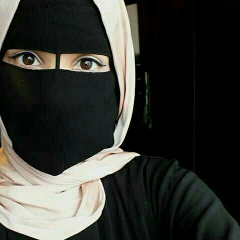 عرض زواج : انا سارة الزهراني 25عام طالبة جامعية سعودية ارغب في الزواج وهذه صورتي
