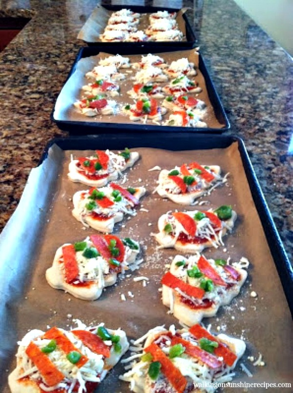Mini Pizza Appetizers are delicious to make for all your party celebrations from Walking on Sunshine.