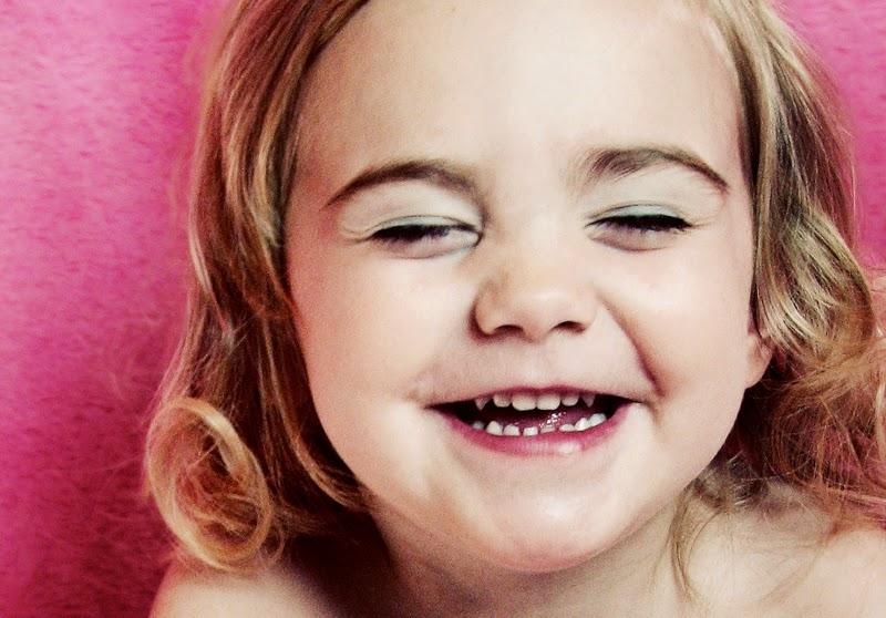 niña riendo