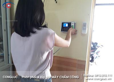 Lắp máy chấm công vân tay cho công ty Hoa Thanh