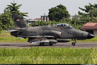 Pesawat Hawk Latihan dengan Rudal Maverick