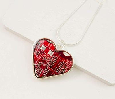 Liontin kalung terbuat dari daur ulang papan sirkuit (circuit board necklace)