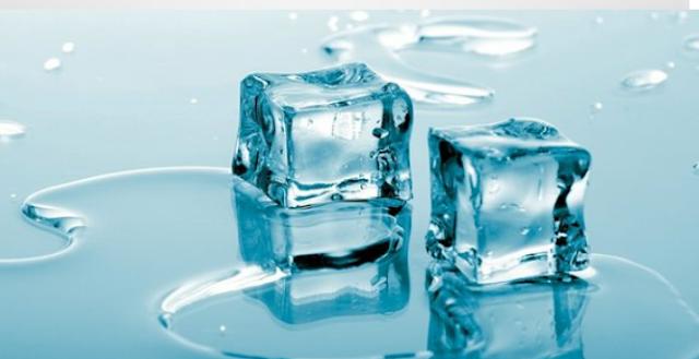 7 Hal yang terjadi di tubuh saat menempelkan es batu di leher