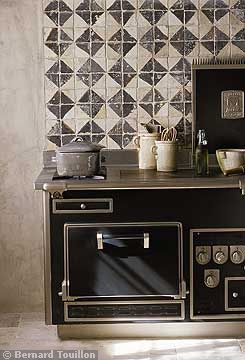 range - image by Bernard Touillon via cotemaison fr,  Août-Septembre 2005, Maison Famille, La Nouvel Le Vie d Un Mas En Provence as seen on linenandlavender.net - http://www.linenandlavender.net/2014/01/backtoprovence.html
