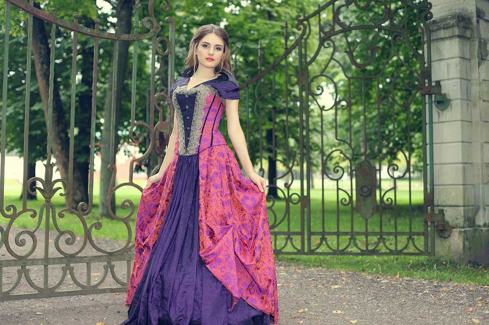 Different Types Of Evening Dresses That Women Prefer To Add To Their ...