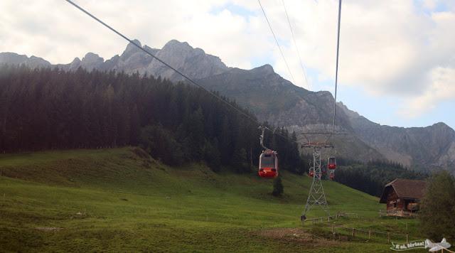Teleférico subindo para o Monte Pilatus em Kriens