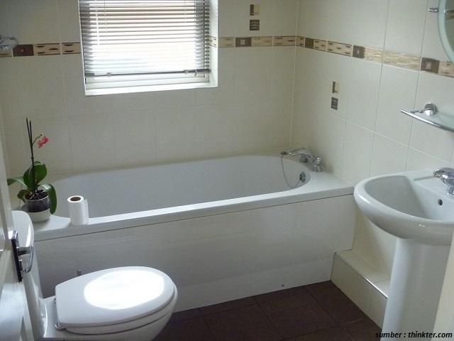 47 desain kamar mandi sempit minimalis yang pas untuk hunian anda 100 rumah minimalis for Small bathroom with clawfoot tub design
