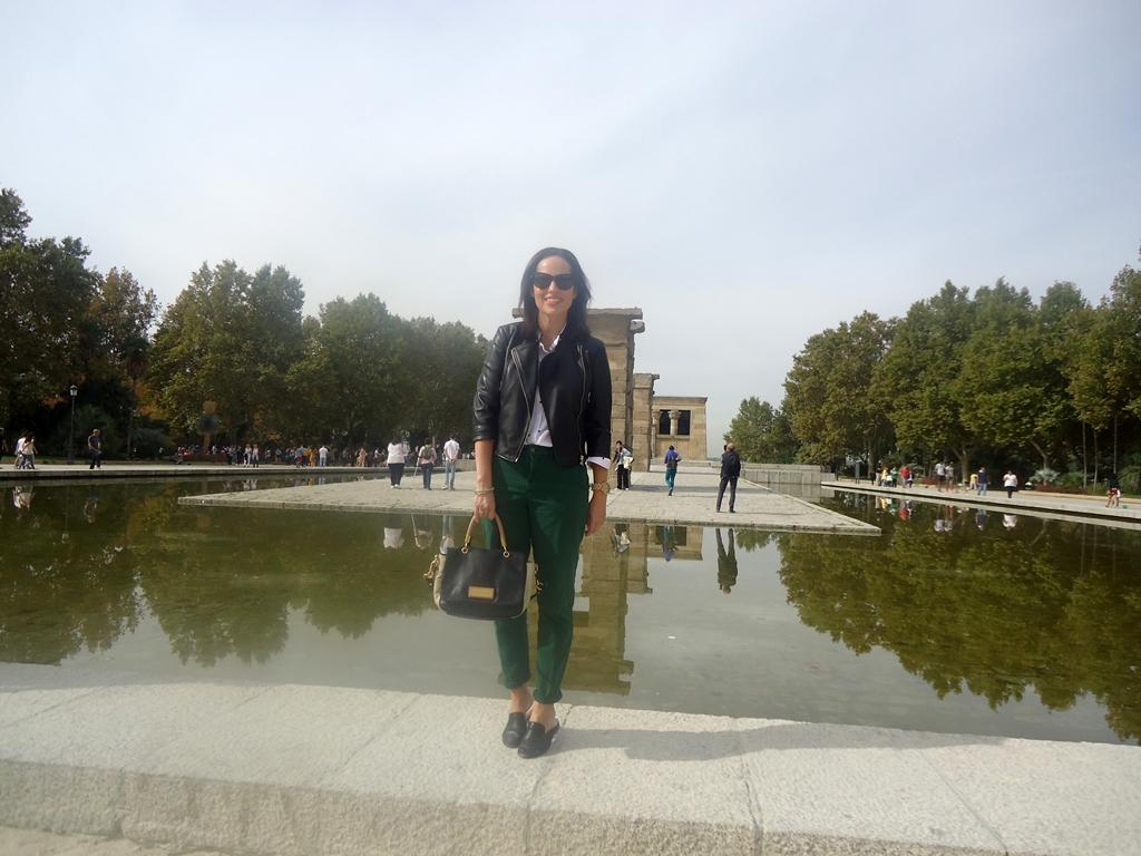 outfit-pantalón-verde-zara-topitos-street-style