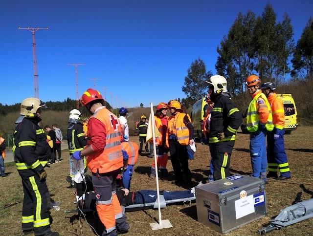 El Aeropuerto de Santiago realiza un simulacro de accidente aéreo fuera de las instalaciones