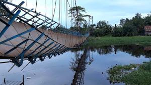 Jembatan Gantung Sponjen Ambruk, 6 Motor Masuk Sungai