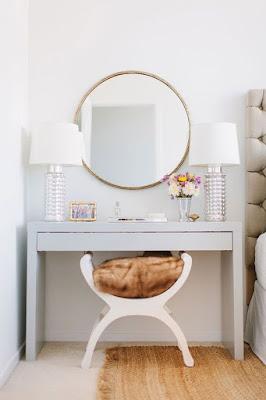 mempunyai meja rias merupakan sesuatu yang wajib daripada hanya sekedar beling di dinding 50 Model Meja Rias Cantik Minimalis dan Sederhana