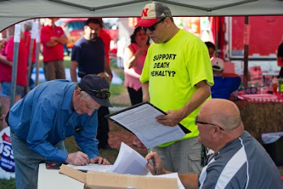 Nebraska: Gathering signatures against the repeal of the death penalty