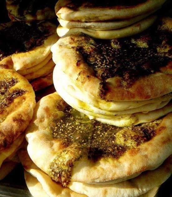 مناقيش لبنانية بالزعتر