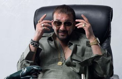 sanjay-dutt-carries-his-comfort-outfit-with-aclan